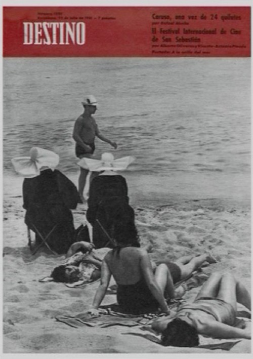 Nuns at the beach, cover of Destino magazine