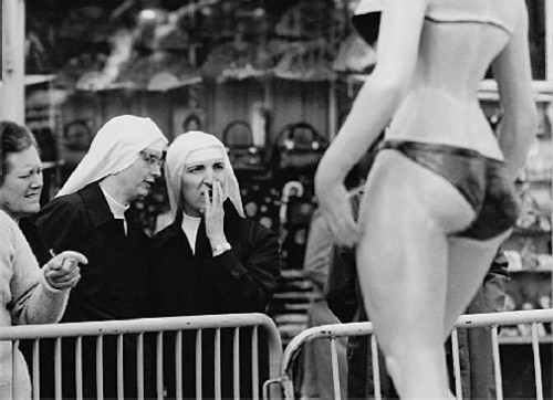 Nuns contemplating the bikini at Eugeni Forcano exhibition